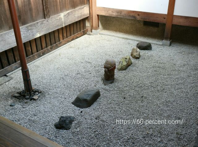 建仁寺の小さい庭の画像