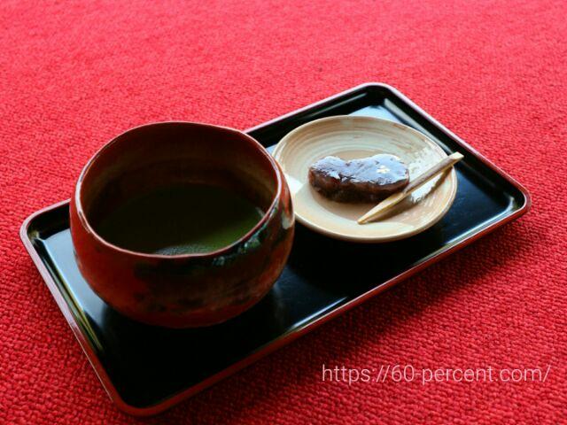 圓徳院のお抹茶と瓢箪型の羊羹の画像