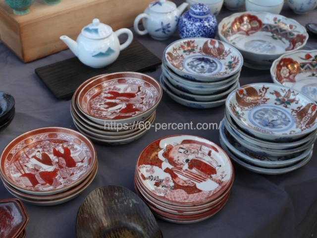 四天王寺骨董市の食器の画像