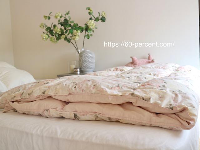 ペタンコになった羽毛布団の画像