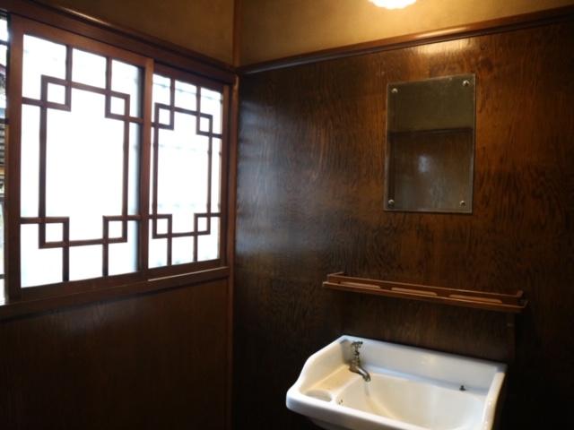 旧三井家下鴨別邸の洗面所の画像