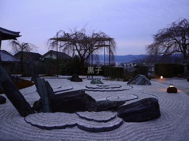 圓光寺の前庭の画像