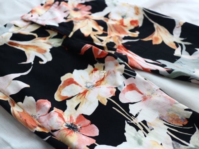 ZARAの花柄のパンツの画像