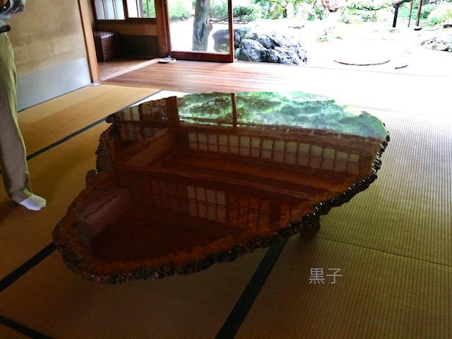 旧邸御室の花梨のテーブルの画像