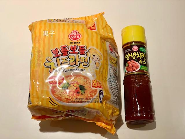 鶴橋で買ってきたチーズラーメンとヤンニョムソースの画像