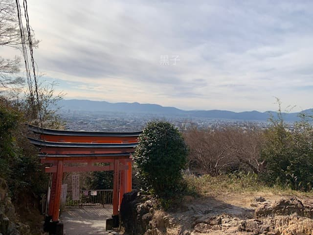 伏見稲荷大社の四ツ辻の風景の画像