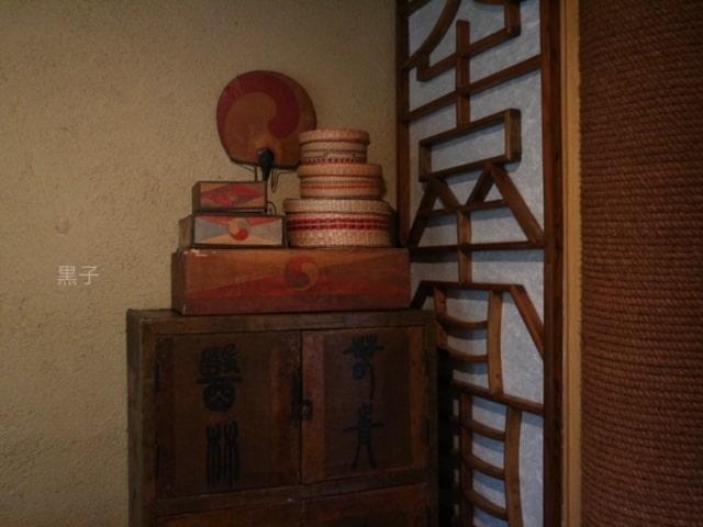 出町柳「李青」内観の李朝骨董の画像