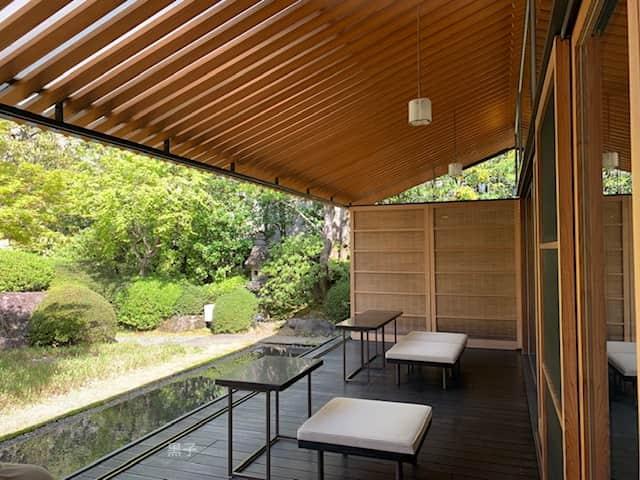 虎屋菓寮のテラス席の画像